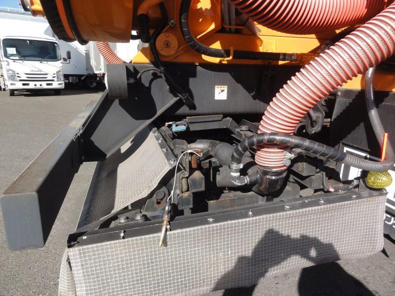 いすゞ 大型トラック 路面清掃車 画像
