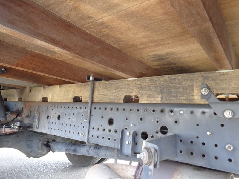 いすゞ 中型トラック ブロック 画像
