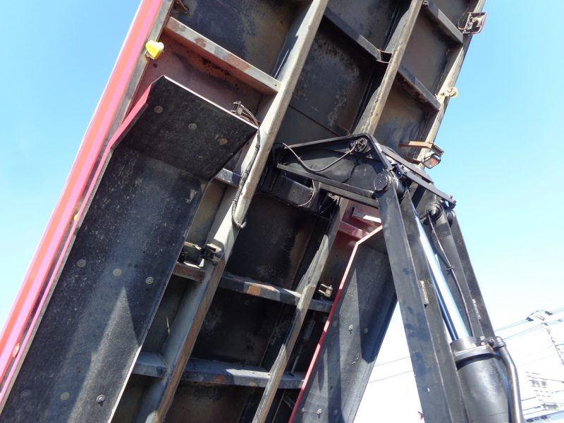 いすゞ 大型トラック ダンプ(土砂)6.5m 画像