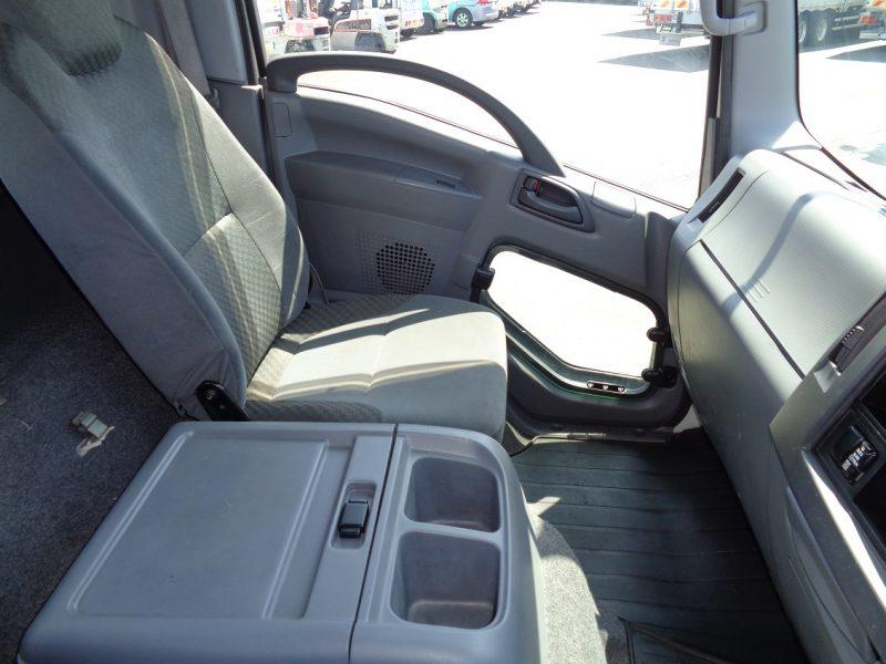 いすゞ 中型トラック 平ボデー 画像