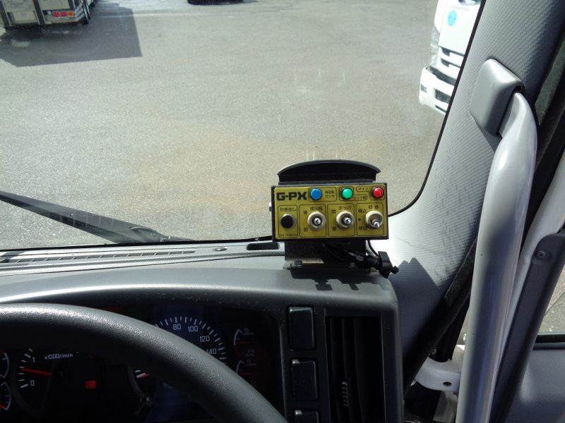 いすゞ 中型トラック 塵芥車(プレス式)8.6m3コンテナ反転装置 画像