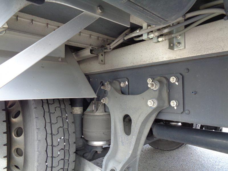 日野 中型トラック ウィングエアサスハイルーフ(センタービーム付) 画像