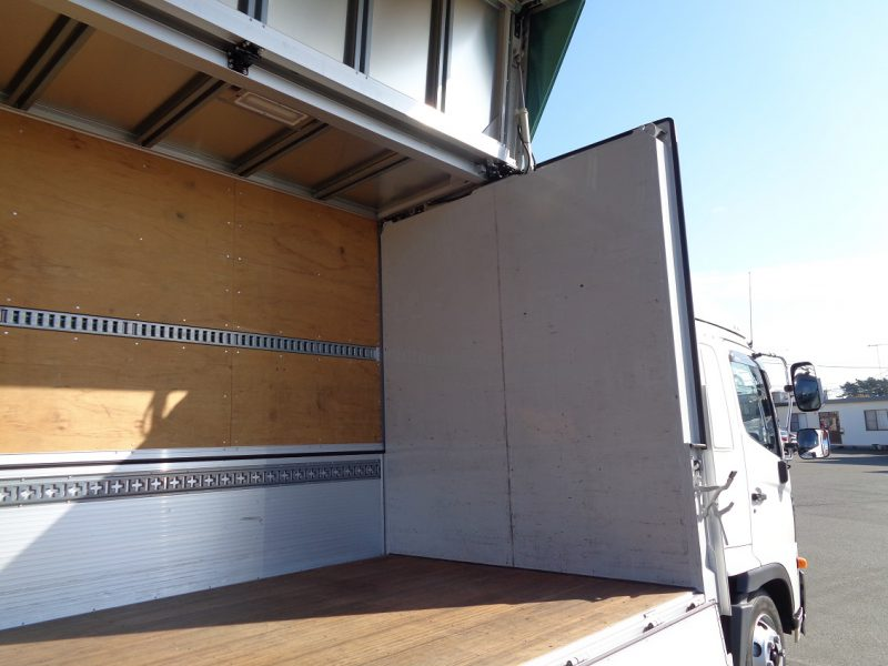 日野 中型トラック ウィング 画像