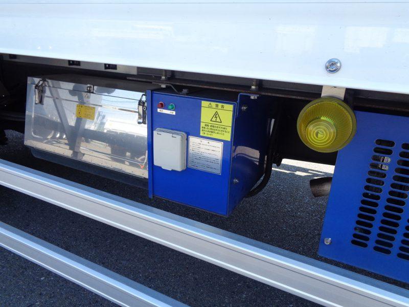 日野 中型トラック 冷凍車格納PG付スタンバイ 画像